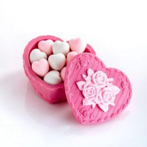 קופסת לב מסבון מלאה בתריסר לבבות סבון קטנים
